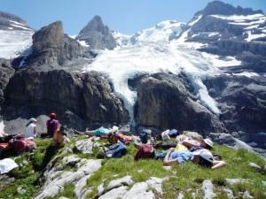 Alumni der Studienstiftung wandern zum Hohtürli im Berner Oberland.